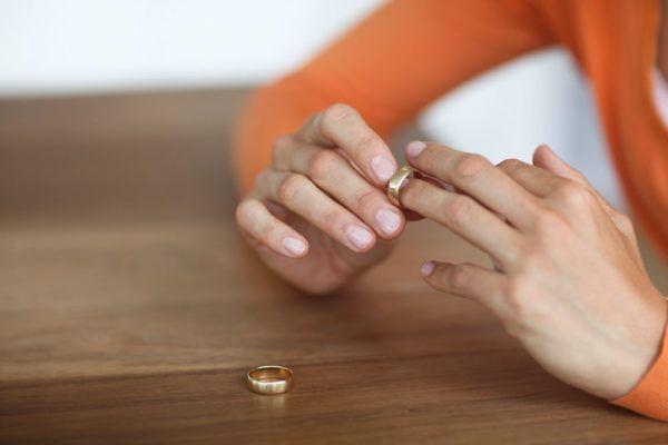 Boşanma Davası, Anlaşmalı Boşanma Davası, Çekişmeli Boşanma Davası Hakkında Yazımızı Okuyabilirsiniz.