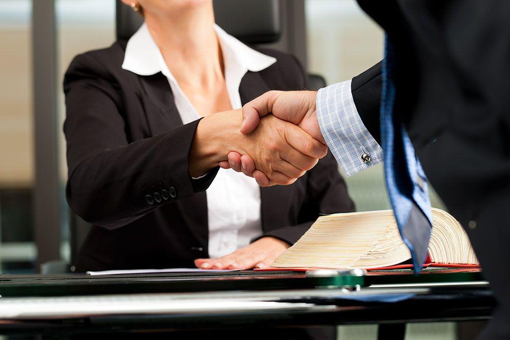 İş Davası Avukatı Arayanlar ve İş Avukatı Ne Yapar Merak Edenler... Aklınızdaki Tüm Soruların Cevapları Burada.